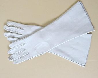 Vintage Fashion Gloves Bone Tan Kid Leather Size 7 Mid Length 50A
