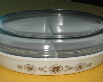 Pyrex Town & Country divided 1 1/2 qt. casserole