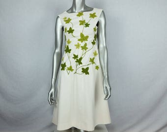 70s embroidered dress for women, spring ivy leaf rare handmade vintage dress, green ivy leaves crewel embroidery cream dress