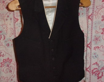 nice little vintage black vest,