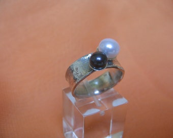 Pearls Modern Minimal  Silver Ring.Reticulated Texture Pearls Sterling Silver Ring - ElenadE