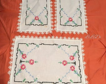 Vintage Linen Doilies, Tray Cloths, Retro Style, Shabby Chic