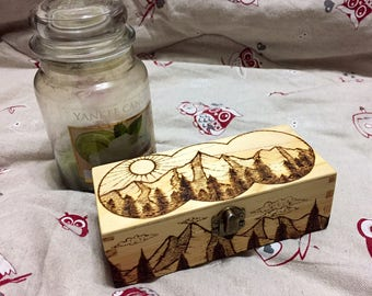 Mountain landscape on wooden box - Hand made pyrography