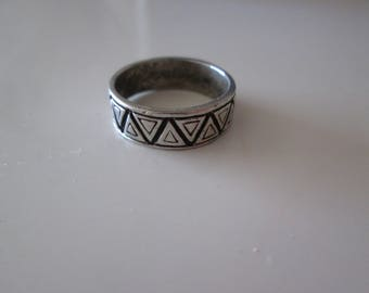 Sterling silver Vintage Triangulars carved band ring, size 5.5