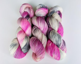 100g Apple blossom sock yarn. 85/15 Polwarth and nylon. Ethically produced wool from Patagonia, spun and superwash treated in the UK