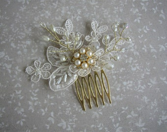 Gold Hair Comb, Bridal Hairpiece, Pearl Hair Comb, Wedding Hair Comb, Vintage Lace Hair Piece, Small Hair Accessories, Ivory Gold Headpiece
