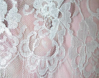 """No. 300 Bright White French Chantilly Lace; 23"""" x 6 Yards; Single Scallop, Cut Top"""