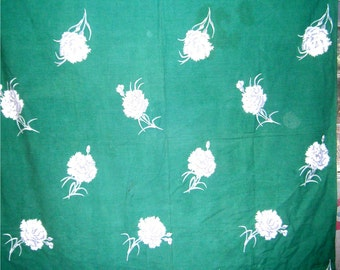 1950s PRINT KITCHEN TABLECLOTH - White Carnations on Green