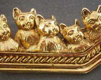 B987) A lovely retro vintage gold tone metal group of kittens bar brooch