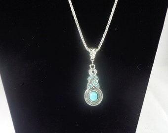 Stunning necklace with turquoise stone