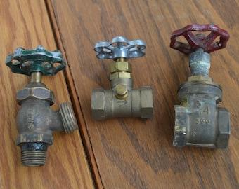 3 Valve Handles Faucets Lot,Spigots,Hardware Vintage Salvage Industrial  Water,steam Valve,Indoor Outdoor & Gardening ,crane knob