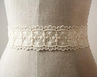 Ivory Lace Sash, Bridal Sash, Scalloped Lace, Bridal Belt