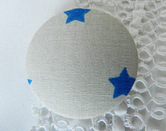 Button in beige fabric with stars, 40 mm / 1.57 in