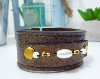 (On the pearls) leather Cuff Bracelet Brown / bronze
