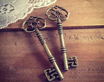 Large Skeleton Key Charms in Antique Bronze vintage style Pendant Ornate Fancy Victorian (BD082)