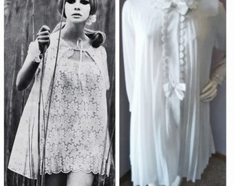 Most Fab 1960's Nightgown & Peignoir Set!