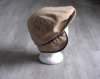 Vintage Mens Wear Tan  News Boy  Cap / Hat - size  large - made in the USA