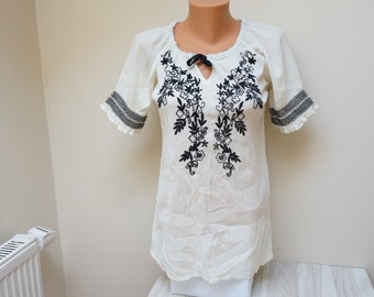 Blouse cotton Retro white Vintage Europe Made in UK Ocean Club small S UK 8 Us 6 gipsy mexican indian natural milk off black embroidery