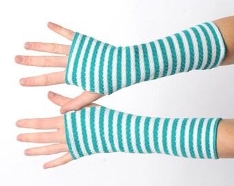 Grüne gestreifte Armstulpen, Pixie Handschuhe, lange Handschuhe Jahrgang grünen und weißen stricken, Elf Helfer Pulswärmer, Geschenk für sie, MALAM