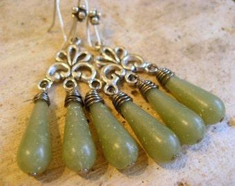 Mousse espagnole boucles d'oreilles, perle de lucite vintage, antique lustre argent, bridal boucles d'oreilles, accessoires de demoiselles d'honneur