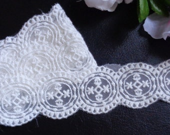 1 1/2 inch wide lace selling by the yard