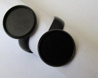 2 black rings (2 x 12mm cabochon)