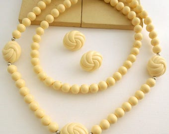 Vintage Avon 'Carved Accent' Cream Bead Necklace Clip On Earrings Set GG38