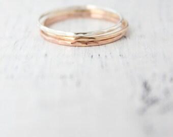 Martelé or et argent anneaux empilables fine, solide or 14k, 14k solide rose or, argent sterling, respectueux de l'environnement, taille 4 à 9