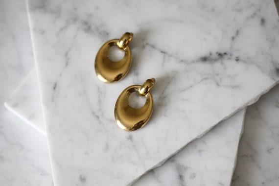 1980s gold knocker earrings // 1980s earrings // vintage earrings