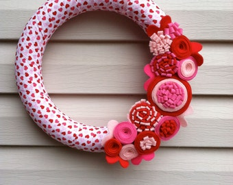 Valentine's Day Wreath - Valentines Wreath - Heart Fabric Wreath - Valentine Wreath - Valentine Day Decor -Heart Wreath - Felt Flower Wreath