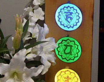Chakra Mandala Lamp Handmande for Yoga/Meditation or Decoration ‹GlassPainted Chakras and Wooden frame›