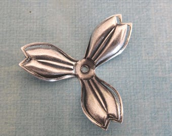 SALE Silver Flower Finding 3899K