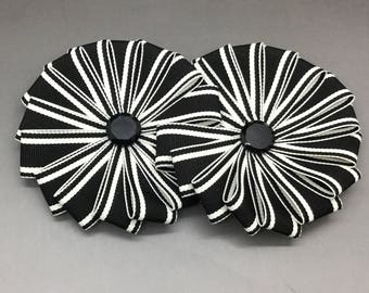 Double Wheel Cocarde in Back and White Stripes
