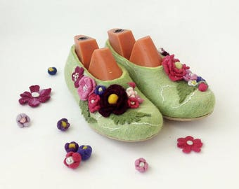 Slippers flower for Women Handmade wool slippers house shoes Womens wool felt slippers warm adult Custom slippers Felted wool slippers