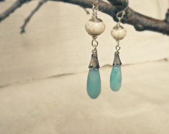 Rustikale Silber Ohrringe, Stein Ohrringe Amazonit blau, weiss Howlith Ohrringe, baumeln Ohrringe