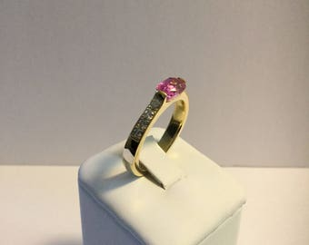 14jK Yellow gold pink sapphire ring