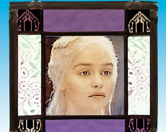 Daenerys Targaryen stained glass suncatcher portrait kilnfired Game of Thrones Emilia Clarke nice gift vitrail glasmalerei farbiges glas art