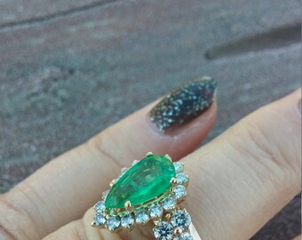 14k Gold 3ct Pear Shaped Columbian Emerald Diamond Ring Exeptional