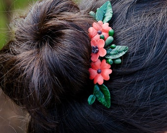 Flamenco style, peinecillo with red flowers, flowers for hair
