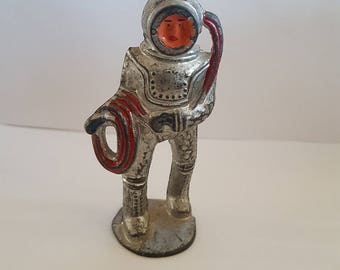Vintage Manoil M96-65 Deep Sea Diver action figure, 1930's die cast slurry metal in great shape. Made in USA