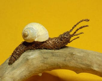 Small snail, wire sculpture
