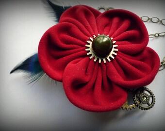 Broche-pince à cheveux avec fleur en suédine, perles, plumes et breloques, Esprit steampunk
