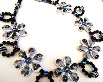 Formal Flowers Necklace