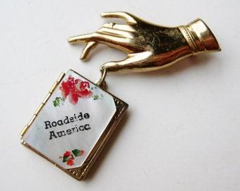 Vintage Roadside America Souvenir Photo Locket Ladies Hand Brooch Pin