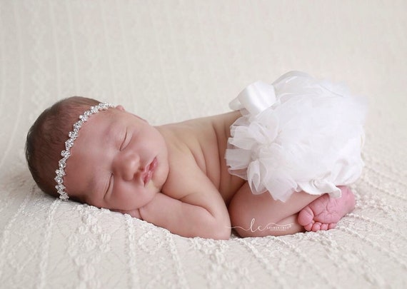 White Tulle Ruffle Tutu Bloomers with a Satin Bow AND/OR Lace Flower Headband, newborn photos, bebe, Lil Miss Sweet Pea Boutique, fotografia