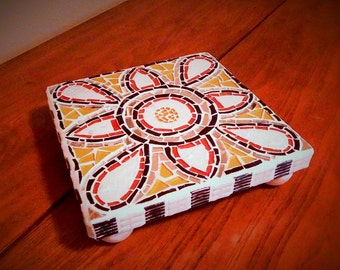 Patterned mosaic trivet