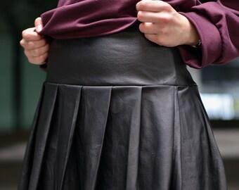 Goblin Fake leather pleated black skirt