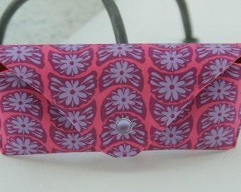 Glasses case/ Eyeglass case/ sunglasses case/ reading glasses case/ lavender purple flowers on pink /geometric pattern