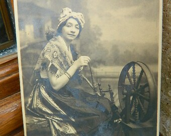French Carte Postale Old Woman Rouet,