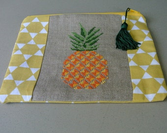 Pouch makeup pineapple
